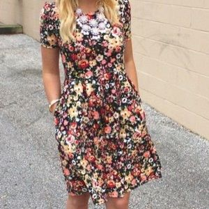 Beautiful neon floral dress with pockets👗Amelia